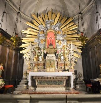 Avignon_-_Chapelle_des_pénitents_gris_chapelle_du_miracle_autel.jpg